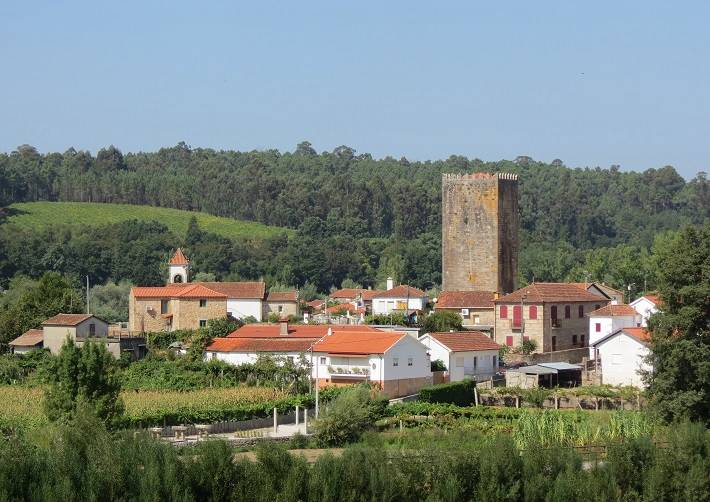 Minho Valley: Alvarinho wine route and castles in Portugal