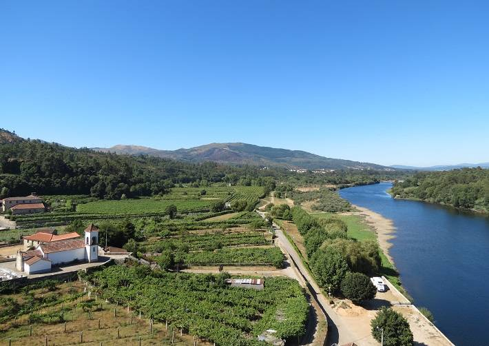 bike & cycling tours in Portugal: Minho Valley, alvarinho wine route, old castles and forts in Minho North of Portugal